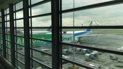 マニラ国際空港のANAの飛行機