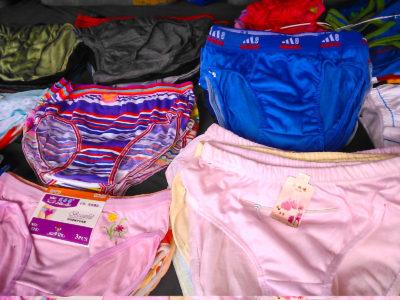 アンへレスの市場の下着売り場