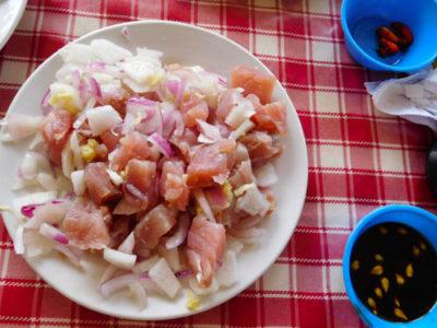 ダバオのフィリピン料理生マグロのキニラウ