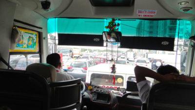 大渋滞のマニラでバス