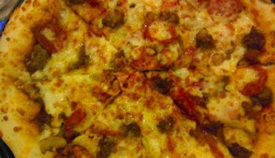 アンへレスのGreenwichのミートピザ