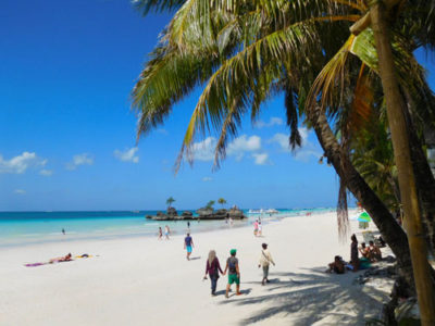ボラカイ島のきれいなホワイトビーチ