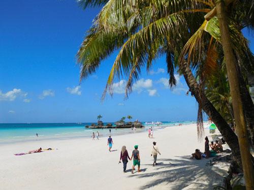 世界各地から美人観光客が来るボラカイ島