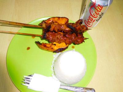 バコロドのAida's ChickenのおいしいチキンとポークBBQ