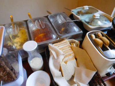 バコロドのザスイーツアットカレヌーヴァの朝食ビュッフェ