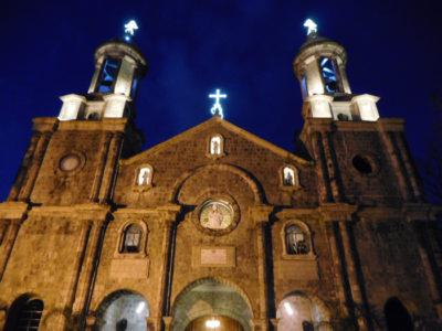 バコロドのサン・セバスティアン大聖堂のライトアップ