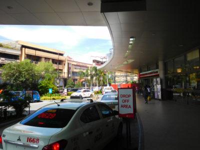ゴーホテルズイロイロの入口のタクシー乗り場