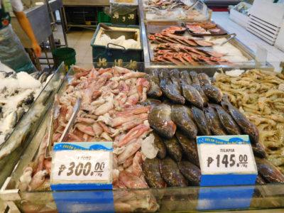 イロイロのロビンソンズモールの鮮魚売り場の魚