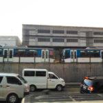 【マニラ】猛暑や悪天候による故障で電車に長蛇の列