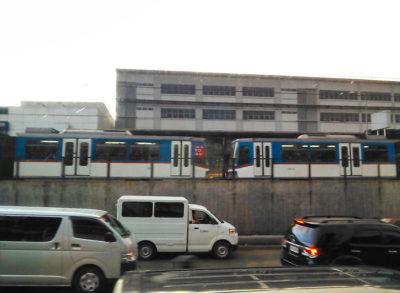 マニラのMRT-3(電車)