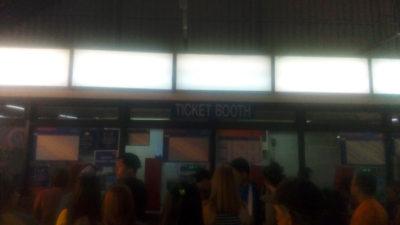 マニラのLRT-1(電車)のEDSA駅のチケット売り場