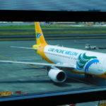 マニラ国際空港から空港バスと電車、バスでアンへレスへ移動した。