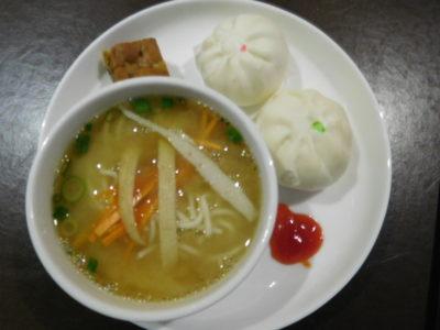 クアラルンプール国際空港のプラザプレミアムラウンジの麺料理