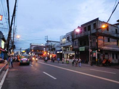 フィリピンのパサイのジプニー待ち
