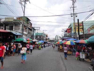 フィリピンのパサイのバクララン市場の屋台