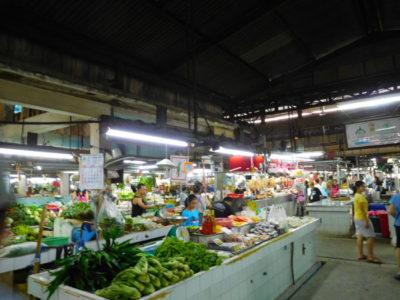 バンコクのドンムアン空港に近いホテルWe Inn隣の市場