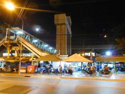 バンコクのドンムアン空港へ行くための歩道橋