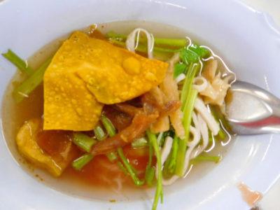 タイのラーメンクワイティアオエンタフォー