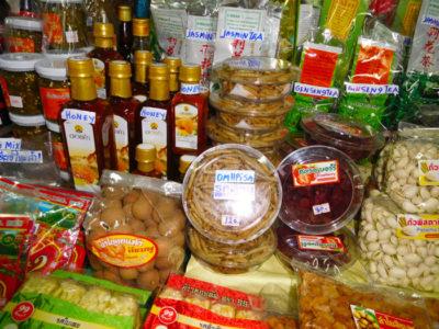 チェンマイのワロロット市場のおみやげ屋