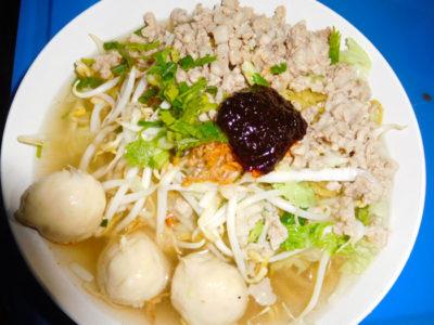 タイのおいしいラーメンクワイティアオトムヤム