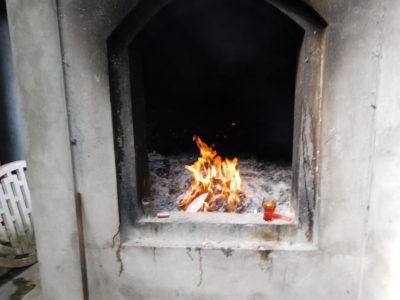 ハイフォンのPho Chieu Pagodaのお札などを燃やす場所