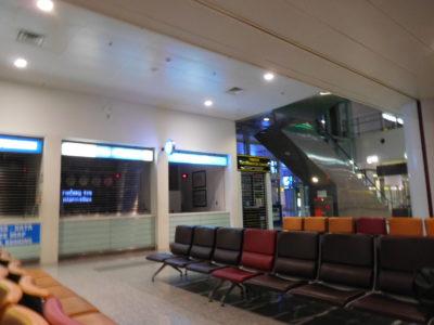 深夜のハノイのノイバイ国際空港