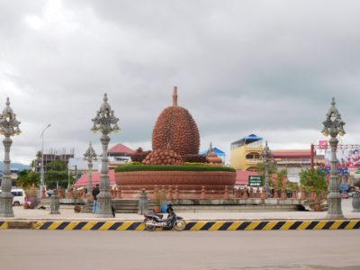 カンボジアのカンポットのドリアン像