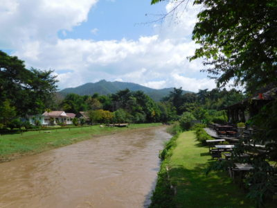タイのパーイの汚い川