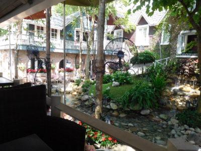 ベトナムのカントーのカフェHighland Garden Coffeeの庭