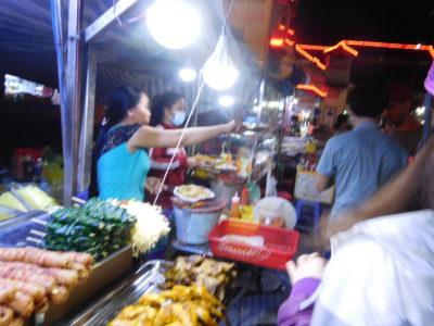 ベトナムのカントーの人気バンチャンヌン屋台