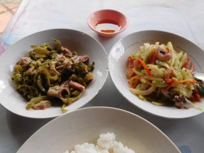 カンボジアのカンポットのなぜか少し高い食堂(2.5ドル)