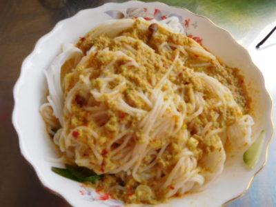 カンボジアのカンポットのカレーラーメン