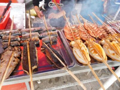 カンボジアのケップのクラブマーケットの串焼き