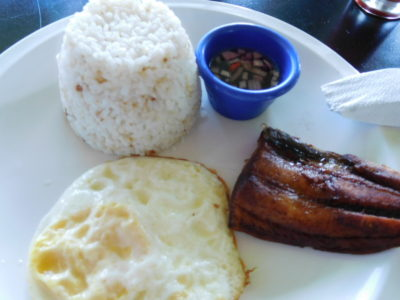 アンヘレスの950コンドテルの朝食のバンガス