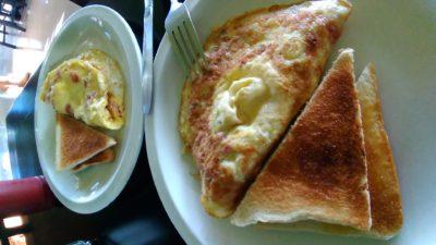 アンヘレスの950コンドテルの朝食のオムレツ