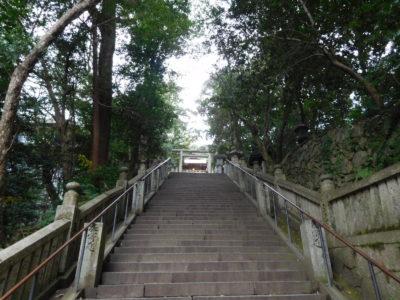 香川県の金刀比羅宮(こんぴらさん)の急な石段