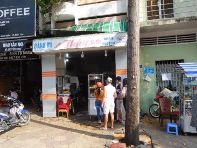 ベトナムのカントーの人気屋台バインミー