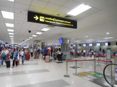 チェンマイ国際空港のチェックインカウンター