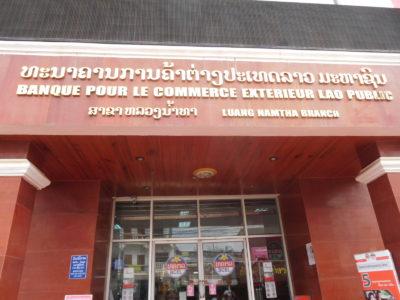 ラオスのルアンナムターの銀行(両替)