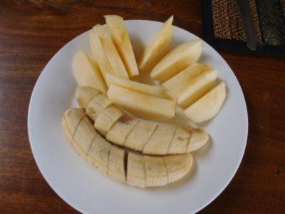 ラオスのルアンナムターのホテルの朝食フルーツ