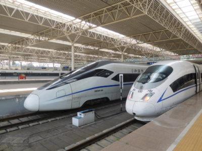 中国の成都東駅の中国鉄路高速(中国新幹線)
