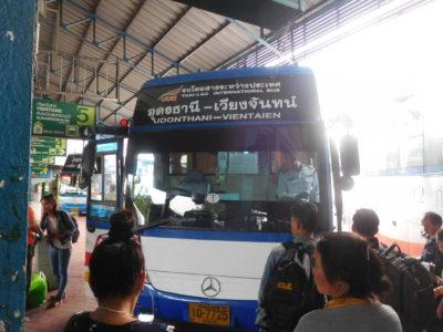 ウドンタニからビエンチャン行きの国際バス