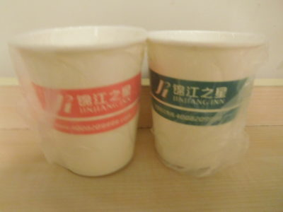 中国のホテル锦江之星ジンジャンインの包装紙コップ