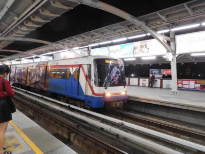 不便なバンコクのBTS(電車)
