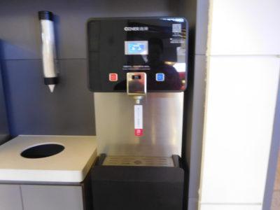 長沙黄花国際空港の水とお湯の給水機