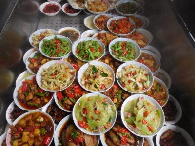 中国長沙のおいしい選べる定食屋