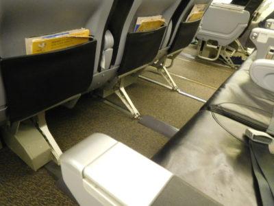 ノックスクートのスクートビズの座席の足元