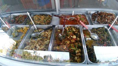タイ北部のパヤオの人気食堂