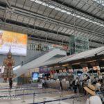 バンコクのスワンナプーム国際空港の横入りする中国人と空港ラウンジ