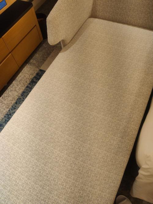 ANAクラウンプラザホテル大阪の片付けてなかった大きなソファー